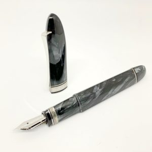 penna stilografica Omas celluloide grigia